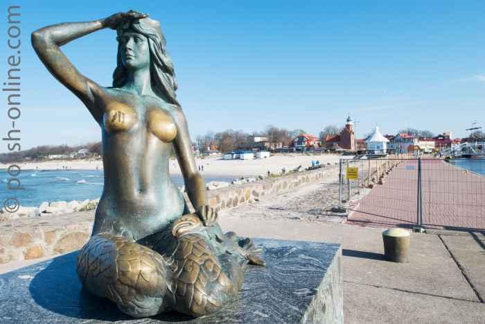 Skulptur der Meerjungfrau auf der Mole von Stolpmünde (Ustka)