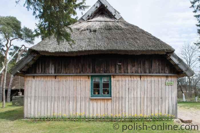 Ein mit Schilf gedecktes Haus im Klucki