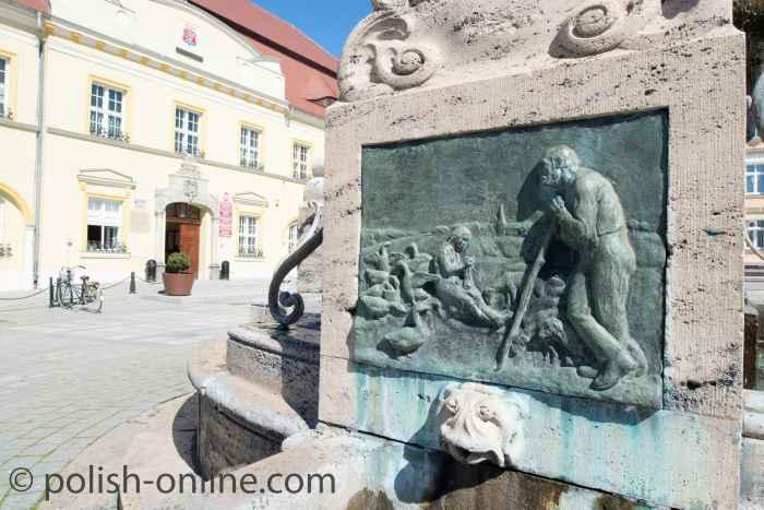 Rathaus mit Brunnen in Rügenwalde (Darłowo)