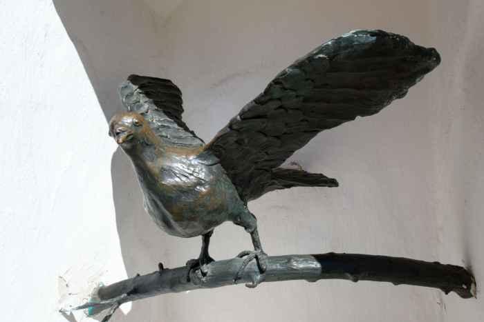 Skulptur einer Taube in Rügenwalde (Darłowo)