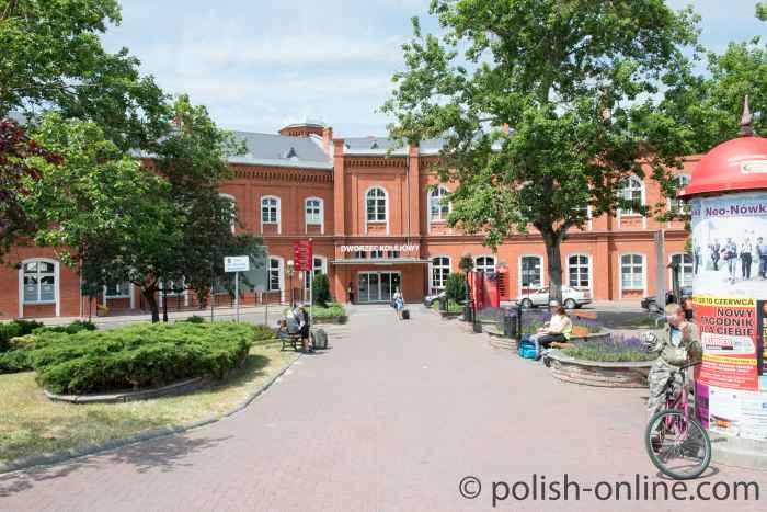 Haupteingang des Bahnhofs in Küstrin (Kostrzyn)
