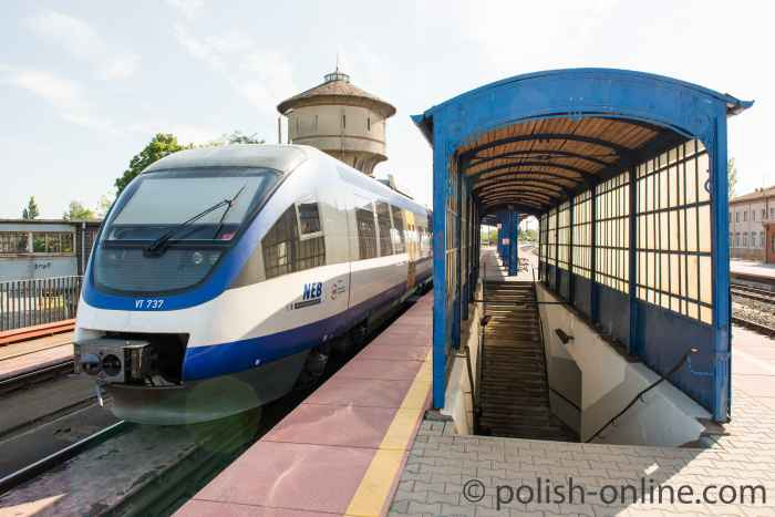 Zug im Bahnhof von Küstrin (Kostrzyn)