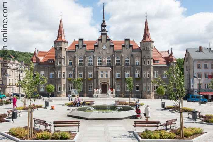 Neoklassizistisches Rathaus in Waldenburg (Wałbrzych)