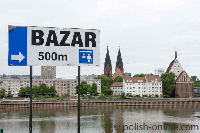 Wegweiser zum Bazar in der ul. Kopernika in Słubice