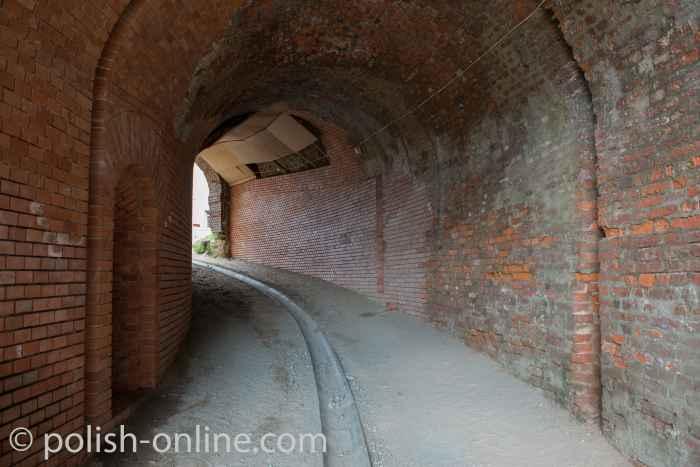 Durchgang zur Niederbastion der Festung Silberberg (Twierdza Srebrnogórska)