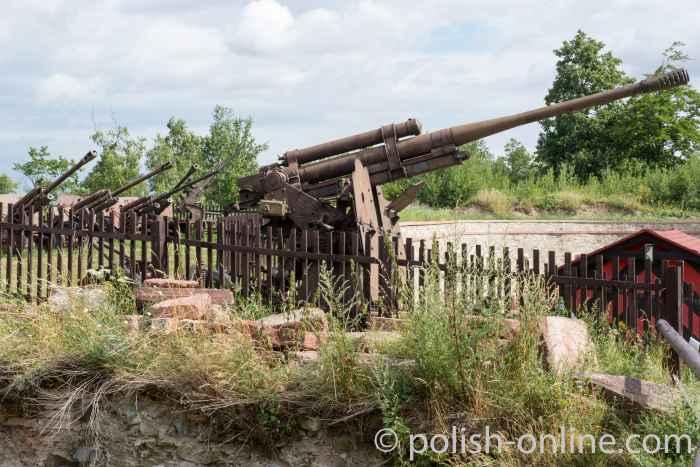 Artilleriegeschütze Festung Silberberg (Twierdza Srebrnogórska)