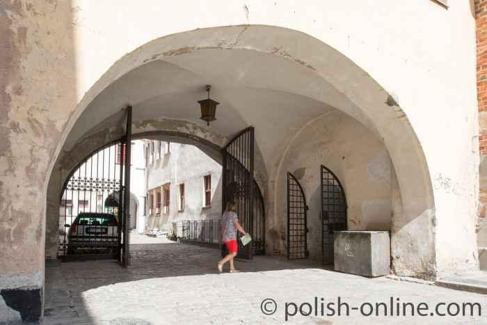 Durchgang am Rathaus Brieg (Brzeg)