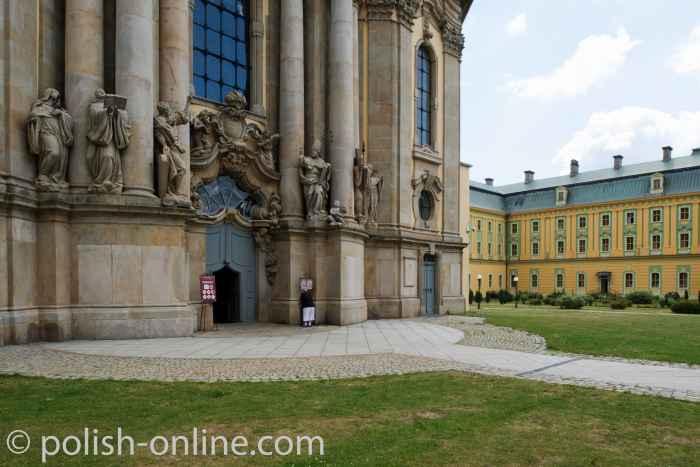 Haupteingang Abteikirche im Kloster Grüssau