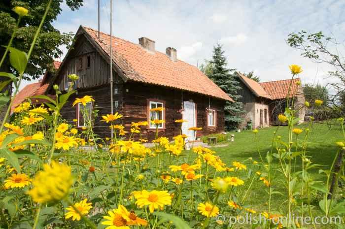 Traditionelles Holzhaus im masurischen Liebenberg (Klon)