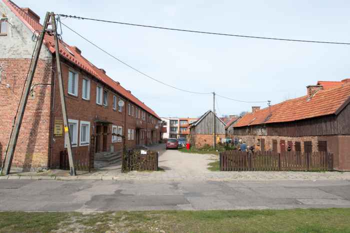 Arbeiterhäuser aus Backstein in Leba an der polnischen Ostsee