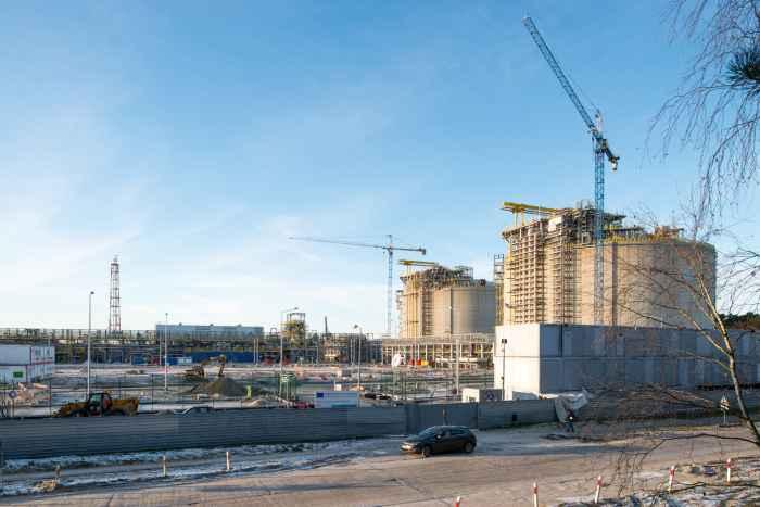 Bau der Gastanks im Flüssiggashafen in Swinemünde