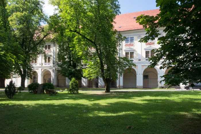Prälatengebäude im Kloster Kamenz (Kamieniec Ząbkowicki)