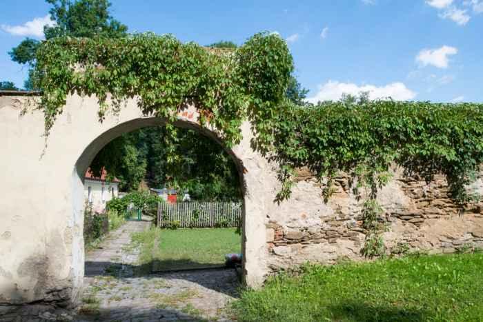Klostermauer in Kamenz (Kamieniec Ząbkowicki)