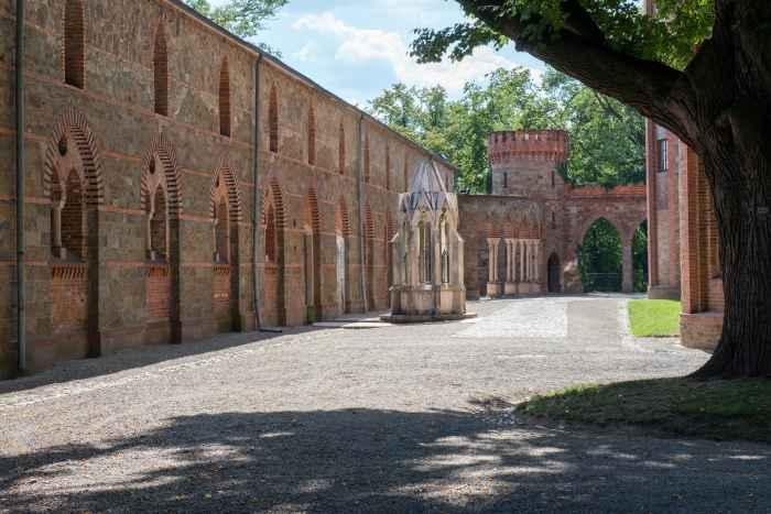 Brunnen im Innenhof des Schlosses in Kamenz in Niederschlesien