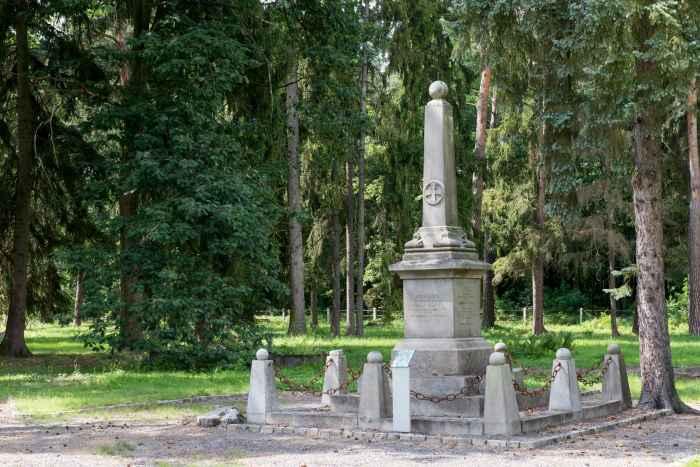 Russisches Denkmal auf Kriegsgefangenenfriedhof in Lamsdorf
