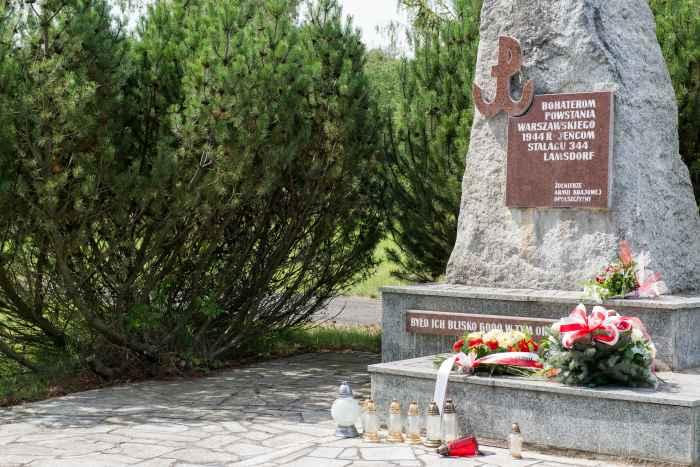 Denkmal für inhaftierte Soldaten der Heimatarmee in Lamsdorf