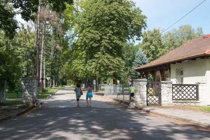 Wärterhaus am Eingang zum Truppenübungsplatz Lamsdorf (Łambinowice)