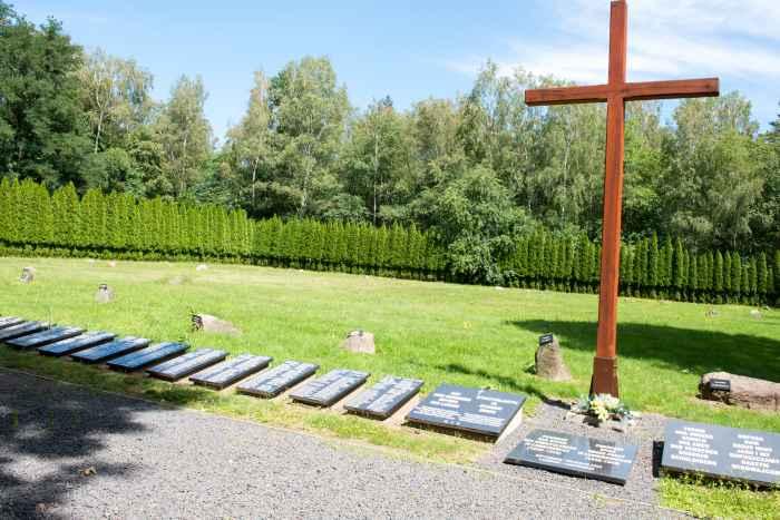 Holzkreuz Massengräber des Arbeitslagers Lamsdorf
