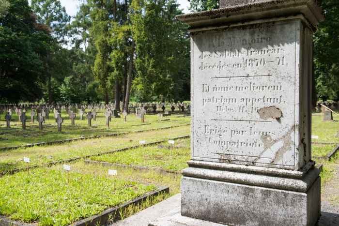 Französisches Denkmal auf dem Alten Kriegsgefangenenfriedhof in Lamsdorf (Łambinowice)