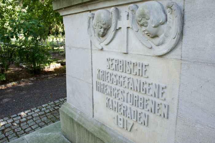 Denkmal für serbische Kriegsgefangene in Lamsdorf (Łambinowice)