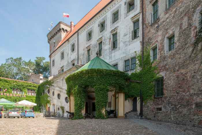 Schlosshof in Ottmachau (Otmuchó)