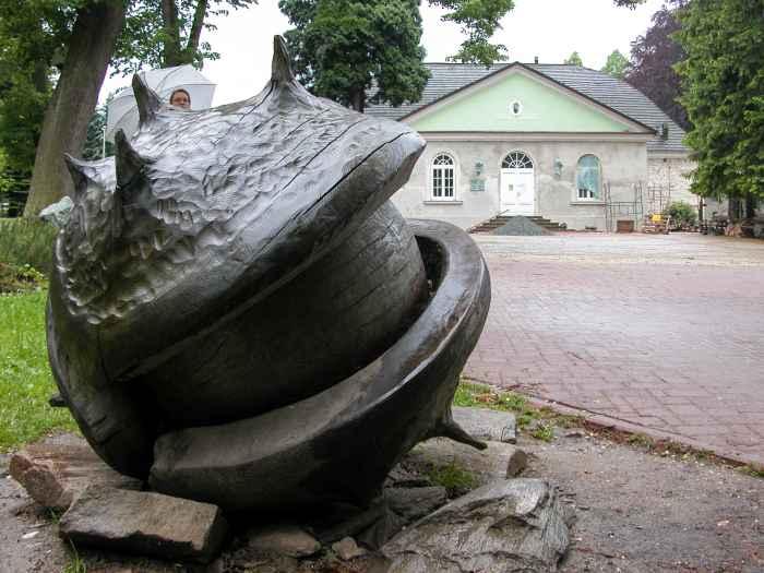 Skulptur einer Kastanie im Kurpark von Bad Reinerz im Glatzer Land
