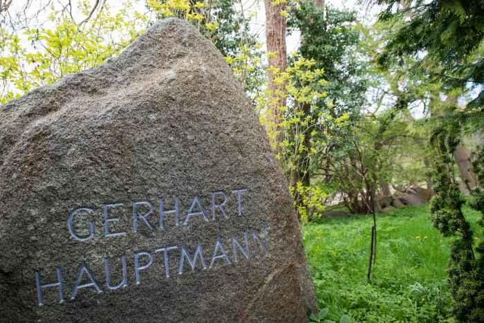 Grab von Gerhard Hauptmann in Kloster auf Hiddensee