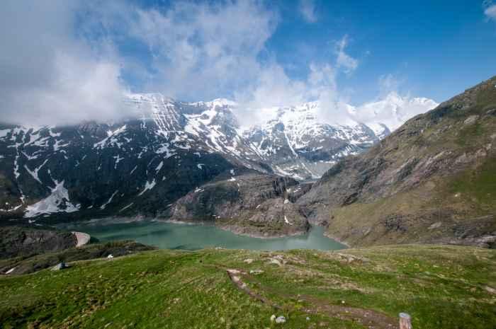 Stausee Margaritze am Fuße des Gletschers Pasterze in den Alpen