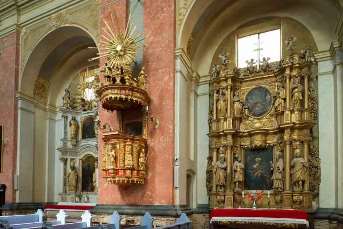 Barocke Kanzel in der Wallfahrtskirche in Crossen (Krosno)