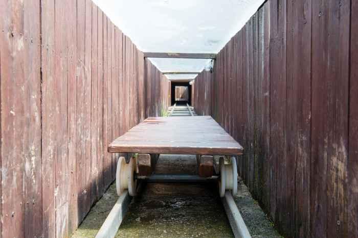 Nachbau eines Fluchttunnels im Stalag Luft III in Sagan (Żagań)