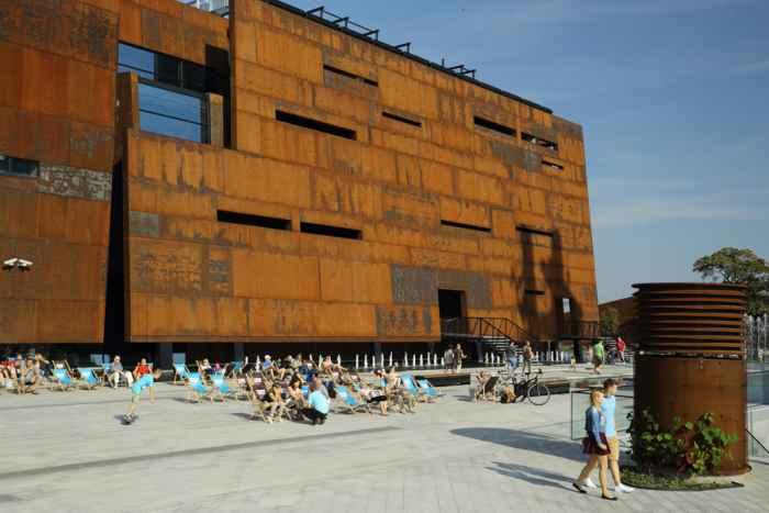 Stahlfassade des Europäisches Zentrum der Solidarität in Danzig
