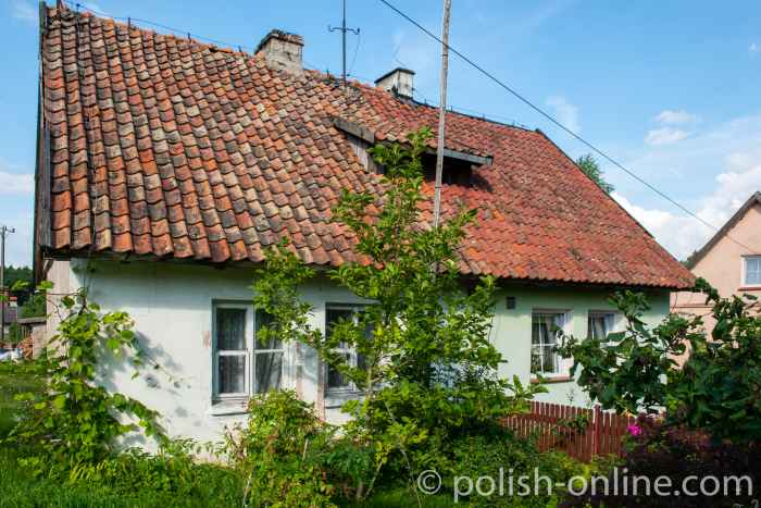 Altes mit Ziegeln gedecktes Haus in Eckersdorf (Okartowo) in Masuren