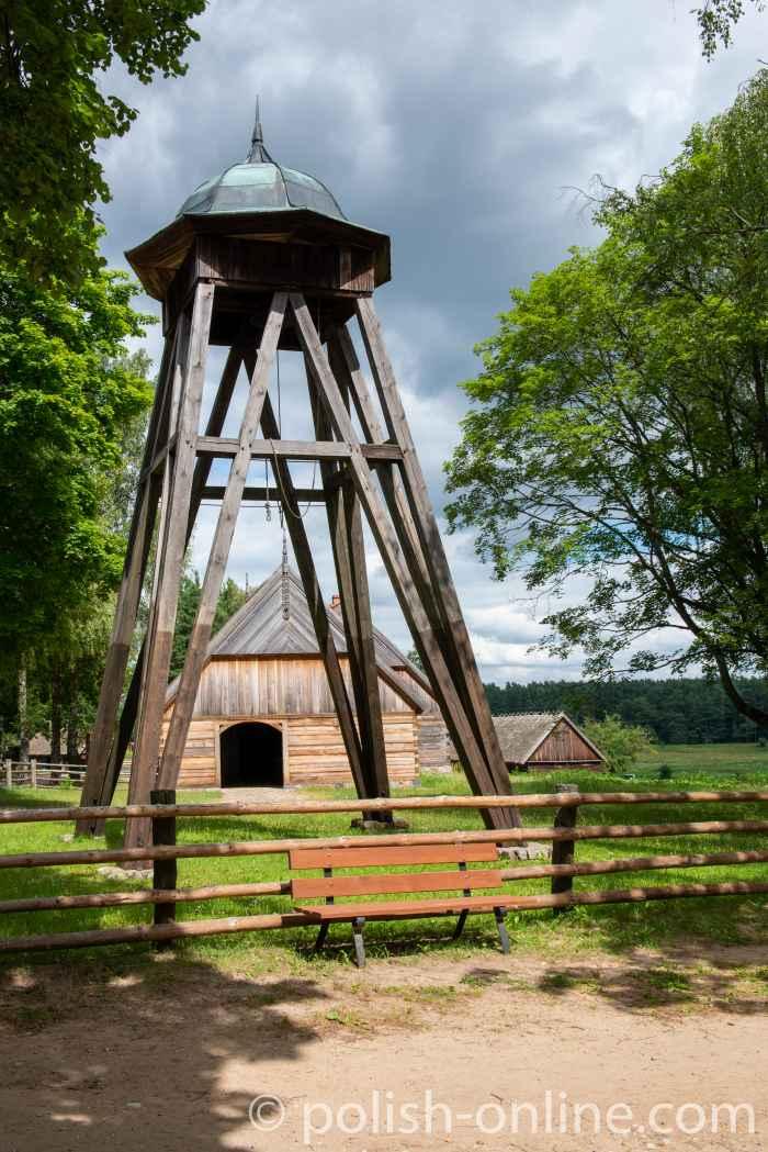 Glockenturm aus Holz im Freilichtmuseum Hohenstein