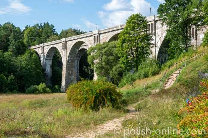 Zwillings-Eisenbahnbrücke in Staatshausen (Stynczyki) in Polen