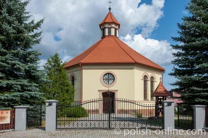Die Achteckige Christkönigskirche in Rosengarten in Masuren
