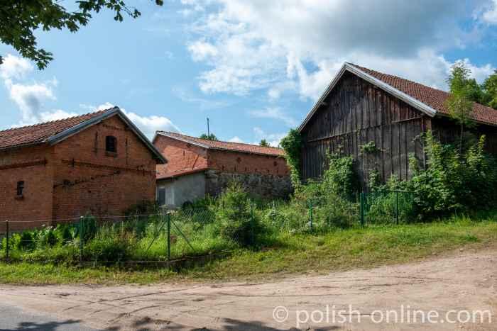 Landwirtschaftliche Wirtschaftsgebäude in Jakobsdorf (Jakubowo) in Masuren