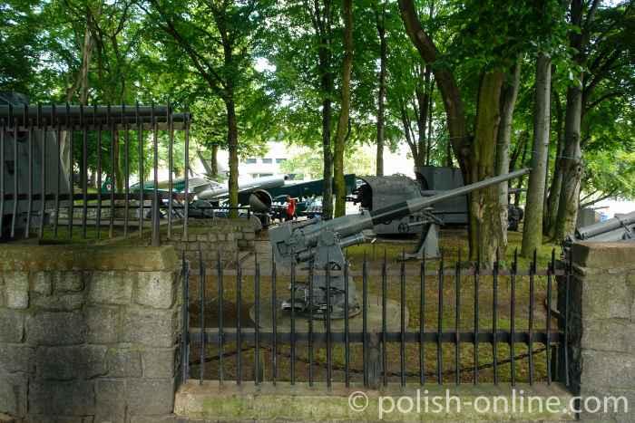 Geschütze auf dem Gelände des Museums für Kriegsmarine in Gdingen (Gdynia)