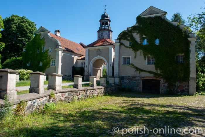 Toreinfahrt zum Schloss Gallingen (Galiny) in Masuren