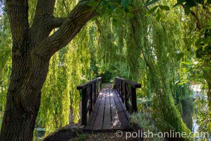 Brücke im Schlosspark von Gallingen (Galiny) in Masuren