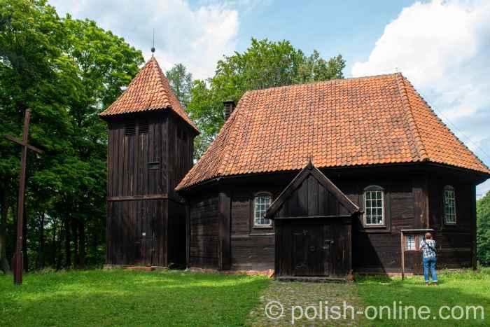 Die hölzerne Pfarrkirche in Reichenau (Rychnowo) in Masuren