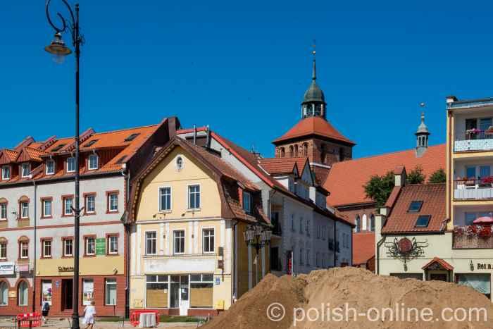 Markt und Johanniskirche in Bartenstein (Bartoszyce) in Ermland-Masuren in Polen