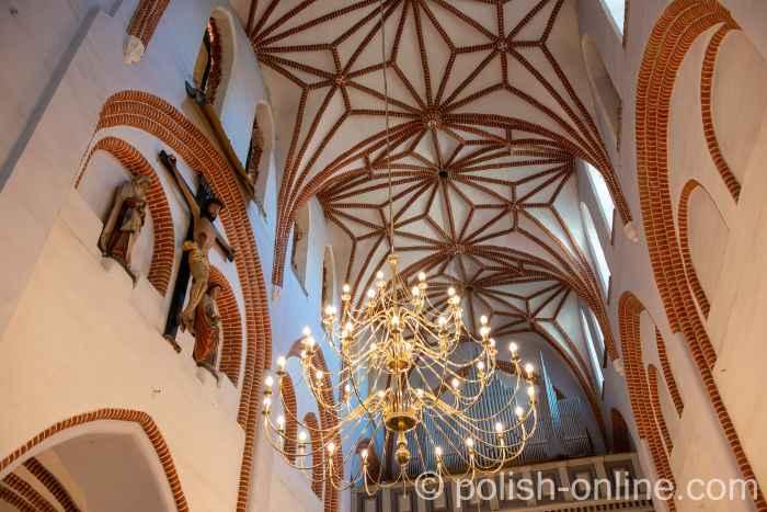 Netzgewölbe in der Johanniskirche in Bartenstein (Bartoszyce) in Polen