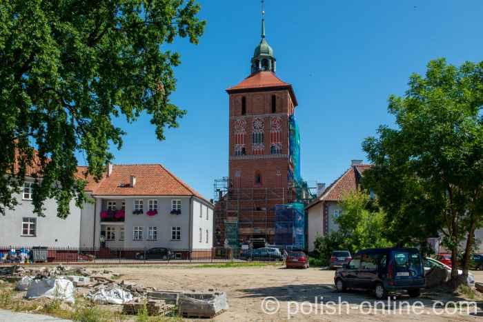 Turm der Pfarrkirche in Bartenstein (Bartoszyce) in Ermland-Masuren in Polen