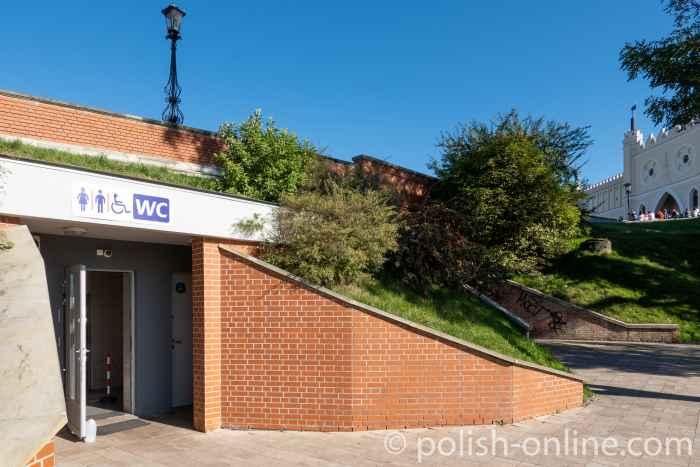 Öffentliche Toiletten unterhalb der Burg von Lublin in Polen