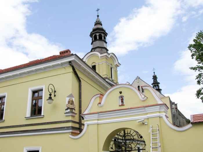 Jesuitenkirche und angrenzendes Kloster in Neu Sandez (Nowy Sącz)