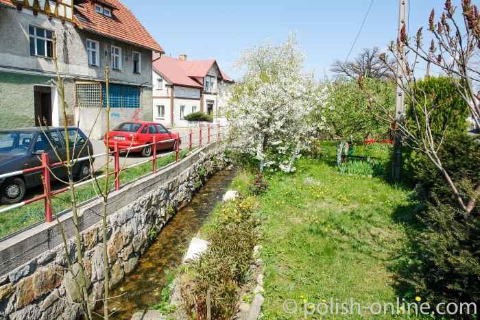 Wohnhäuser im Zentrum von Arnsdorf (Miłków) im Riesengebirge