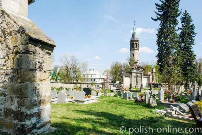 Friedhof der St.-Hedwig-Kirche in Arnsdorf (Miłków)