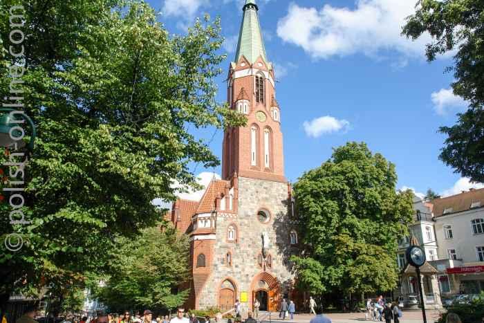 Foto von der Garnisonskirche in St. Georg in Sopot (Zoppot), die zwischen 1899 und 1901 im Stil der Neogotik errichtet wurde.