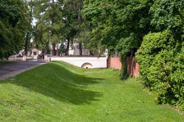 Wassergraben am Schloss in Wilanów in Warschau