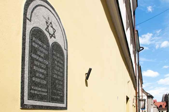 Gedenktafel in Tarnów erinnert an den Holocaust